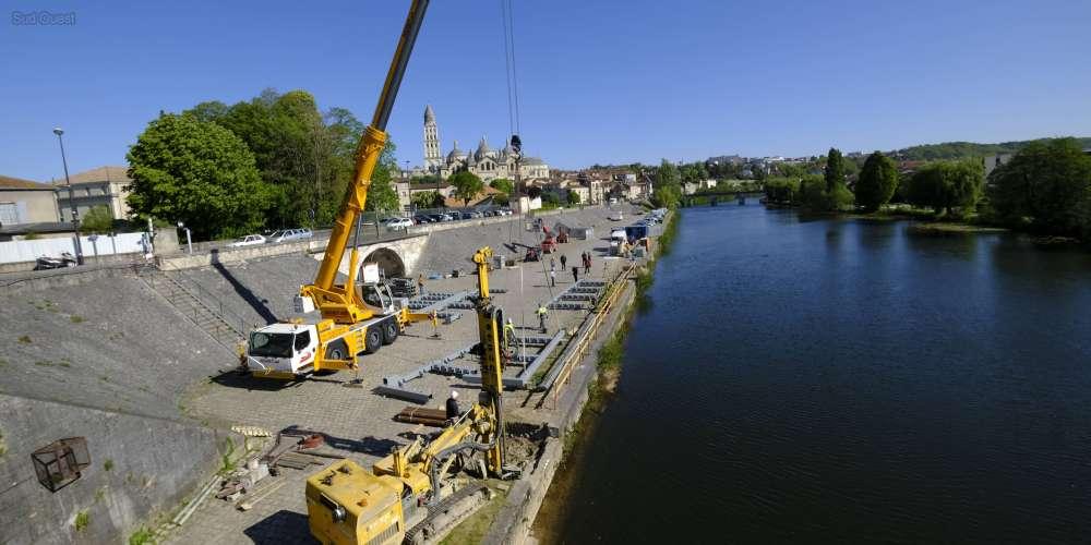le-chantier-a-debute-sur-les-quais-de-l-isle-a-perigueux-ouverture-prevue-le-1er-aout